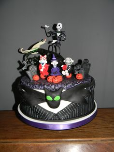Nightmare before christmas cake with a fimo topper x