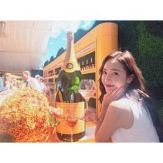 """171.1 k mentions J'aime, 1,401 commentaires - Jessica Jung (@jessica.syj) sur Instagram: """"A splendid afternoon at the @veuveclicquot Polo Classic event☀️ #vcpc10 #morechampagneplease"""""""