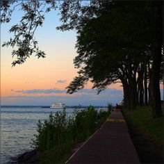 Can't be happier to spend a fantastic evening by the water … such a peaceful moments - these summer times will be missed :) #Colorful #Skies #LakeMichigan #Chicago #OakStreetBeach #MiltonLeeOlivePark #Sunset  #Pretty #HappyThursday #Summer2015