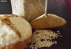 Badisches Landbrot mit Anschnitt Farmers loaf cut open and a fresh loaf next to it