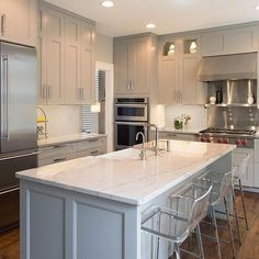 """For a small kitchen """"spacious"""" it is above all a kitchen layout I or U kitchen layout according to the configuration of the space. Grey Kitchen Cabinets, Kitchen Cabinet Design, Interior Design Kitchen, Soapstone Kitchen, Kitchen Countertops, Kitchen Island, Kitchen Counter Diy, Kitchen Units, Kitchen Backsplash"""