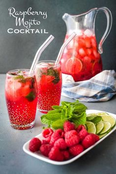 This raspberry mojito cocktail is a delicious muddled cocktail and the perfect summer drink. Sangria, Mojito Cocktail, Refreshing Summer Cocktails, Summer Drinks, Easy Cocktails, Drinks Alcohol Recipes, Cocktail Recipes, Drink Recipes, Margarita Recipes