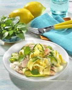 Zucchini-Nudeln mit Lachs