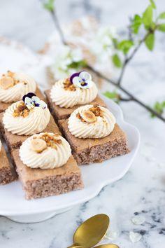 Na vidličku: Ořechové kostky s kávovým krémem Muffin, Breakfast, Cakes, Food, Morning Coffee, Cake Makers, Kuchen, Essen, Muffins