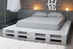 Pallet Furniture Projects Paletten Bett Mehr - a bed in any of king or queen size layout, check out this DIY platform bed scheme which has been displayed by placing in different styles of bedroom interiors. Pallet Bed Frames, Diy Pallet Bed, Wooden Pallet Furniture, Pallet Chair, Pallet Wood, Wood Pallets, Pallet Lounge, Recycled Pallets, Euro Pallets