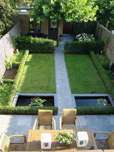 Smalle Kleine moderne tuin met vijvers en groen. Strak en alles met rechte…