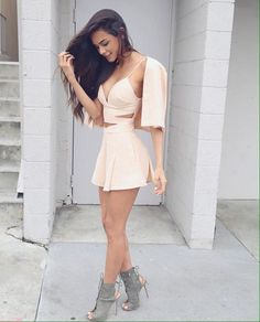 There's just something sexy about these short dresses. These Pictures of Hot Women in Short Dresses will show you to rock these short dresses like a vogue. Mode Outfits, Sexy Outfits, Sexy Dresses, Cute Dresses, Short Dresses, Summer Outfits, Fashion Outfits, Summer Dresses, Womens Fashion