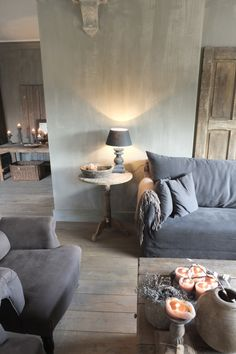 Living with earth tones. Gray Interior, Interior And Exterior, Home Living Room, Living Spaces, Living Comedor, Small Room Bedroom, Deco Design, Rustic Interiors, Interiores Design