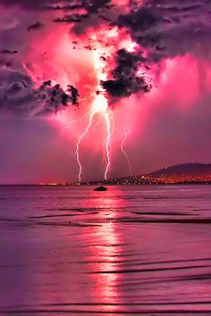 Lightning strike in pink sky Check out the website to see All Nature, Science And Nature, Amazing Nature, Pink Nature, Beautiful Sky, Beautiful World, Beautiful Places, Pretty Pictures, Cool Photos