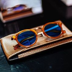 Tips On Buying Designer Sunglasses – Sunglasses Vault Wooden Sunglasses, Cool Sunglasses, Oakley Sunglasses, Sunnies, Womens Prescription Glasses, Sunglasses Women Designer, Mens Glasses, Sunglass Frames, Eyewear