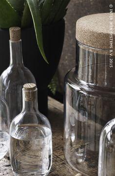 Te mooi om in de kast te zetten. SINNERLIG flessen en voorraadpot #IKEABE #SINNERLIG #eetkamer #aantafel