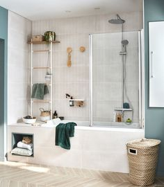 Asian Decor 87973 Storage space around the bathtub Asian Decor, Storage Spaces, New Homes, Bathroom Vanity, Round Mirror Bathroom, Modern Bathroom, Bathroom, Bathtub, Bathroom Inspiration