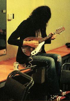 Jimmy Page of Led Zeppelin playing mandolin Rock N Roll, Led Zeppelin, Music Love, Rock Music, Great Bands, Cool Bands, Jazz, Grand Art, John Bonham