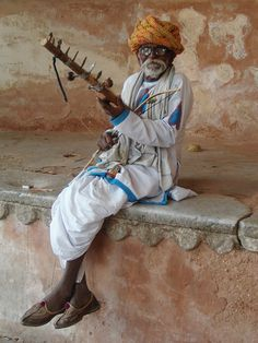 Musician in Rajasthan World Photography, Photography Photos, Street Musician, India Images, Village Girl, Amazing India, India Culture, Indian People, India And Pakistan