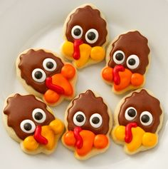 Turkey Cookie with an Acorn Cutter-Chevron Turkey Cookies www.thebearfootbaker.com