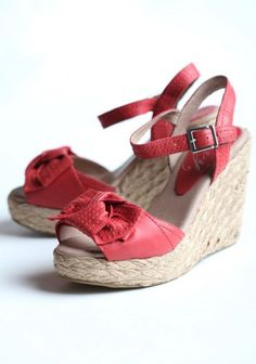 red bow wedges