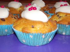 Pias Apfelmuffins mit Topfen-Topping Yummy Cupcakes, Breakfast, Food, Sink Tops, Baking, Food Food, Morning Coffee, Delicious Cupcakes, Meals