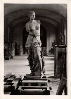 Venus de Milo during the evacuation of the Louvre Museum in WWII, Paris, France.