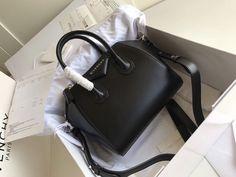 Luxury Purses, Luxury Bags, Happy Shoes, Givenchy Antigona, Black Purses, Black Bags, Crossbody Shoulder Bag, Fashion Bags, Bucket Lists