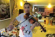 Geige lernen online Geige lernen online beschäftigt sich mit dem Geige lernen. Die Geige wird beschrieben und es gibt Infos zum Geige lernen online und Spass am