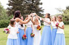 The bridal party celebrating at the open green. Photo thanks: Jennifer Bridge Photography.