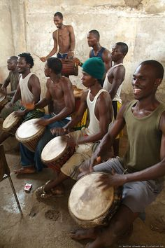 African traditional instruments| drums / djembe . Practice together