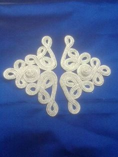b Sewing Projects, Projects To Try, Shoulder Jewelry, Gold Work, Ribbon Work, Fabric Manipulation, Embellishments, Crochet Earrings, Embroidery