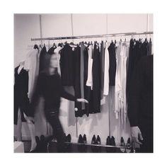 Instagram de @nailakb • black and white fashion showroom lifestyle working girl