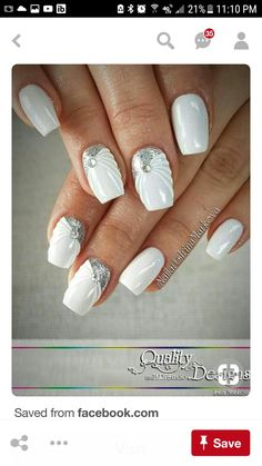 Opting for bright colours or intricate nail art isn't a must anymore. This year, nude nail designs are becoming a trend. Here are some nude nail designs. Fancy Nails, Pretty Nails, My Nails, Glitter Nails, Nagel Tattoo, Wedding Nails Design, Luxury Nails, Bridal Nails, Fabulous Nails