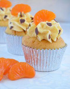 Cupcakes a diario: Cupcakes de mandarina rellenos de crema de chocolate con SMBC de mermelada de mandarina (toma ya titulazoooooo!!!!!)