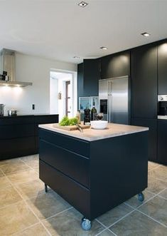 40 Awesome Kitchen Island Design Ideas with Modern Decor & Layout Marvelous small kitchen island designs on wheels Mobile Kitchen Island, Rustic Kitchen Island, Rustic Kitchen Cabinets, Kitchen Island With Seating, Kitchen Layout, New Kitchen, Awesome Kitchen, Kitchen Tables, Kitchen Ideas