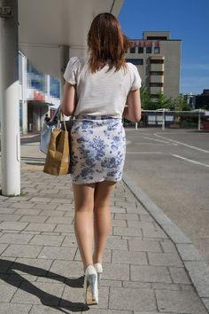 画像 Sexy Skirt, Dress Skirt, Cool Tights, Sexy Rock, Asian Hotties, Beautiful Lines, Girls In Leggings, Office Fashion, Skirt Outfits