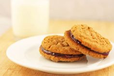 Getting tired of your typical PB&J sandwich? Here's a twist to the original snack that is perfect for the dorm life! Just grab some peanut butter cookies and throw your favorite jelly inbetween. Wanna get fancy? Try making the peanut butter cookies from scratch.