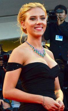 Scarlett Johansson and her multi-color Bulgari statement necklace
