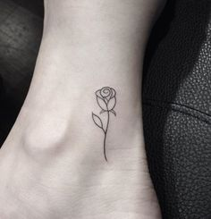 Simple Tattoos for Women - Ideas and Designs for Girls Mini Tattoos, Star Tattoos, Body Art Tattoos, Sleeve Tattoos, Rose Foot Tattoos, Pretty Tattoos, Cute Tattoos, Tatoos, Form Tattoo