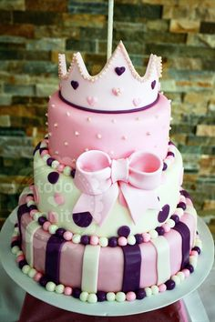 Pamela T. I see you doing this for your granddaughter. Pretty Cakes, Beautiful Cakes, Amazing Cakes, Torta Princess, Cupcakes Bonitos, Bolo Grande, Barbie Birthday, Birthday Cakes, Girl Birthday