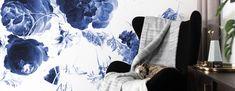 Behang met grote blauwe bloemen uit de Gouden Eeuw - KEK Amsterdam Amsterdam, Tapestry, Prints, Design, Home Decor, Hanging Tapestry, Tapestries, Decoration Home, Room Decor