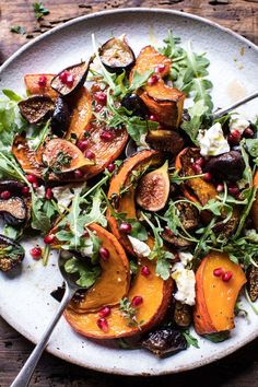 Roasted Squash, Caramelized Fig, and Feta Salad - Such a colorful array of ingredients. Healthy Salads, Healthy Eating, Vegetarian Recipes, Healthy Recipes, Roasted Squash, Feta Salad, Fall Recipes, Food Inspiration, Side Dishes