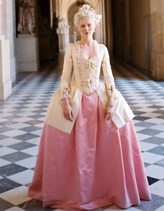Kirsten Dunst in Marie Antoinette costumes by Milena Canonero - Historical Dresses 18th Century Dress, 18th Century Costume, 18th Century Fashion, Marie Antoinette Film, Marie Antoinette Costume, Kirsten Dunst Marie Antoinette, Rococo Fashion, 1800s Fashion, Vintage Fashion