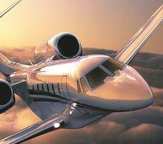 1-jet-privé-avion-jet-fly-vol-dans-les-nuages