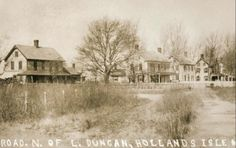 Prior to the Abandonement.Photo of the early days on Holland Island,Chesapeake Bay.Originally settled in the Holland Island was named for the first owner of the property, colonist Daniel Holland. Abandoned Houses, Abandoned Places, Old Houses, Abandoned Mansions, Chesapeake Beach, Bay Boats, Island Pictures, Spooky Places, Ghost Towns