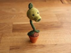 Needlefelted Peashooter Plants vs Zombies by najmetender on Etsy