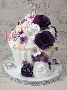 Wedding giant cupcake and cupcake tower vintage style  #weddingcake #vintagecupcakes #weddinggiantcupcake