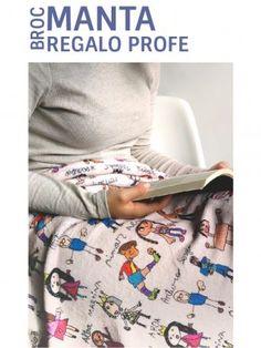 BROC MANTAS PROFE PERSONALIZACIÓN JUST NAMES Manta Polar, Pajama Pants, Teacher Gifts, Original Gifts, Names, Teachers, Sleep Pants