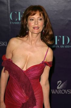 Susan Sarandon in Red Ruffle C. is listed (or ranked) 1 on the list Hottest Susan Sarandon Photos Susan Sarandon Hot, Most Beautiful Women, Beautiful People, Thelma Et Louise, Divas, Hot Girls, Sexy Older Women, Redheads, Actors & Actresses