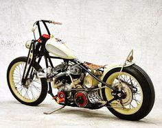 ⚡️⚡️ #bobber #harleydavidson #fatboy #motorcycle #chopper #softail #turing #dyna #indian #custom #hotrods #shovelhead #flathead #panhead #knucklehead #motos #bikelife #hemelt #oldschool #lowrider #stretglide #brat #caferacer