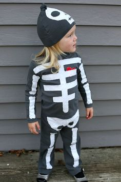 Wish I would have seen this sooner. Cute way for a comfy halloween costume. Wish I would have seen this sooner. Cute way for a comfy halloween costume. Boys Skeleton Costume, 30 Diy Halloween Costumes, Halloween Kostüm, Diy Costumes, Costume Ideas, Vintage Halloween, Halloween Makeup, Toddler Costumes, Family Costumes