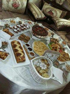 Eid Cookies Recipe, Morrocan Food, Eid Food, Arabian Food, Food Decoration, Table Decorations, Food Platters, Turkish Recipes, Party Snacks