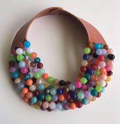 Sono felice di condividere l'ultimo arrivato nel mio negozio #etsy: collana colorata arcobaleno in grani multifilo girocollo grande grossa parte posteriore in pelle regalo per lei unica creazione handmade