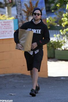 Robert Pattinson - This proves the Paparazzi Will Not leave Stars Alone! He's just buying Groceries! Sorry ROBERT! But You Still Look Hot!!